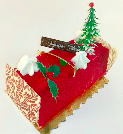 buche de noel Biscuit noisette, mousse framboise et insert fruits rouges.